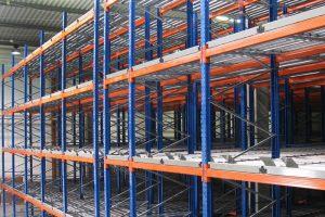 Советы по выбору металлических стеллажей